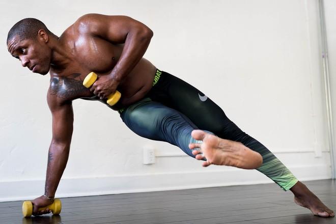 Đừng vội tự ti về cơ thể của bạn, cơ bắp to không có nghĩa là cơ bắp khỏe - Ảnh 2.
