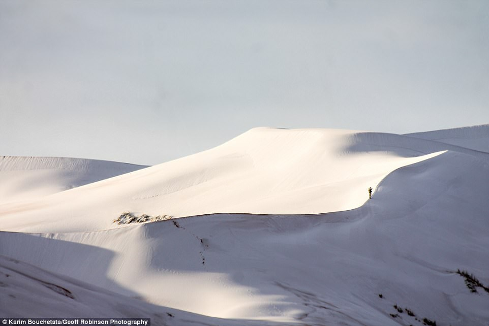Thế giới lạnh siêu mạnh đến mức sa mạc Sahara nóng bỏng cũng bị tuyết phủ tới 40 cm - Ảnh 2.