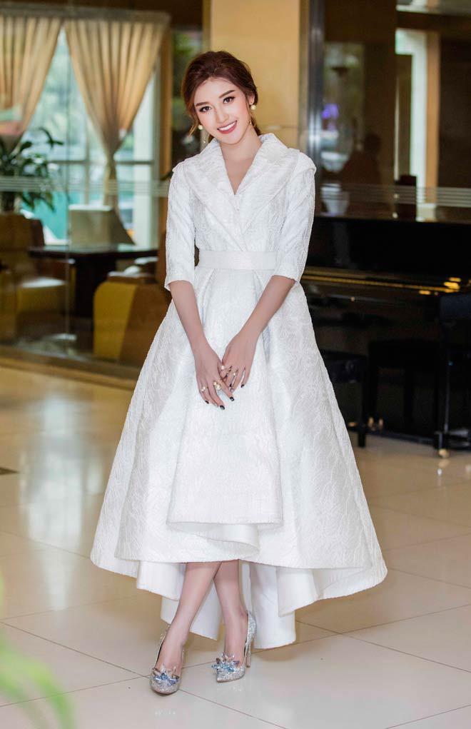 Khi hai Bông hậu cùng diện một thiết kế váy, thì Midu đụng hàng liệu còn có cửa cạnh tranh? - Ảnh 1.