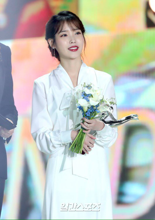 BTS và IU phá kỉ lục 10 năm của Grammy Hàn Quốc - Ảnh 1.