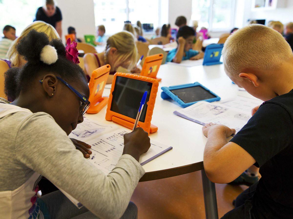 Bên trong Trường học Steve Jobs: iPad thay sách giáo khoa, học sinh ăn rất nhiều táo - Ảnh 3.