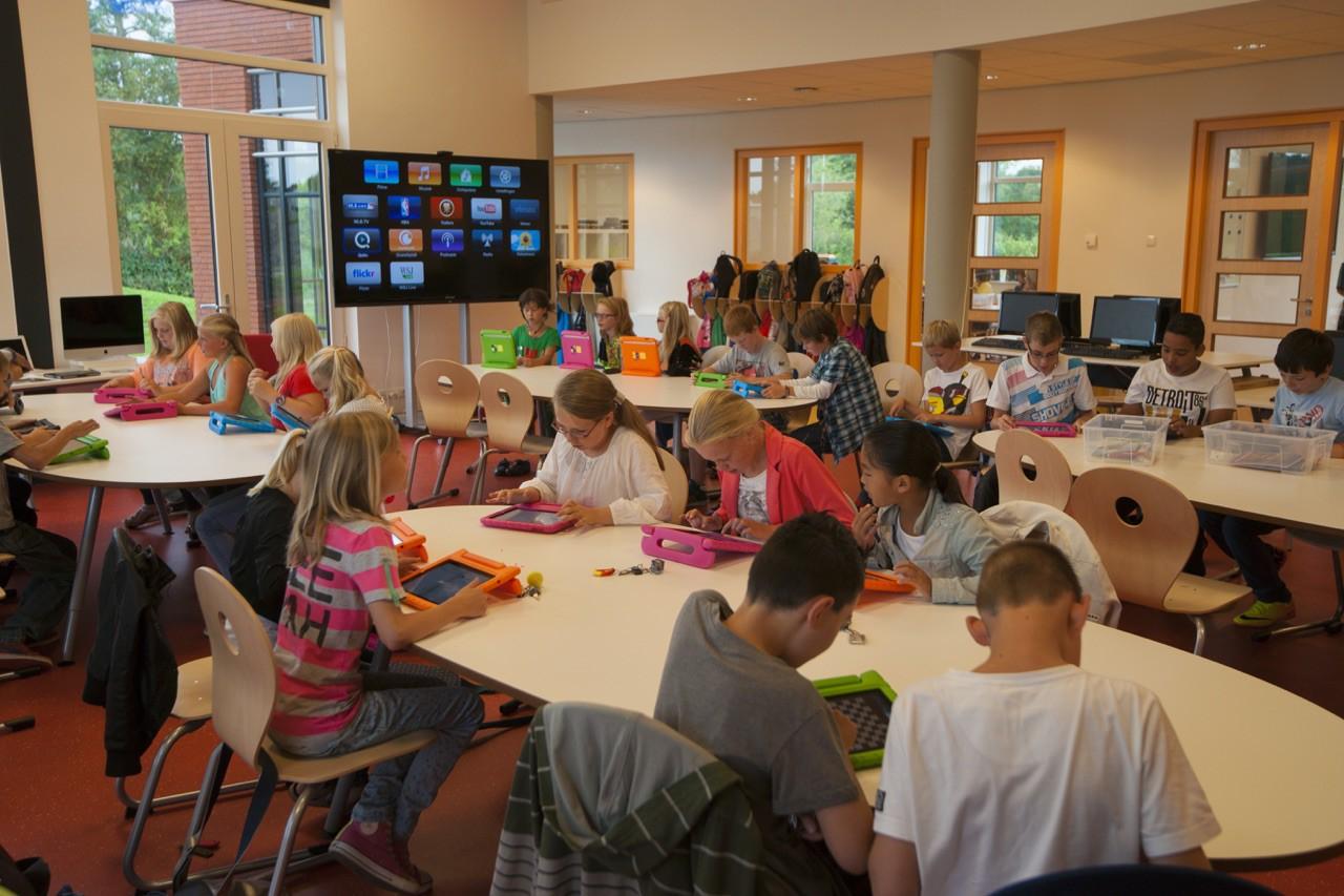 Bên trong Trường học Steve Jobs: iPad thay sách giáo khoa, học sinh ăn rất nhiều táo - Ảnh 10.