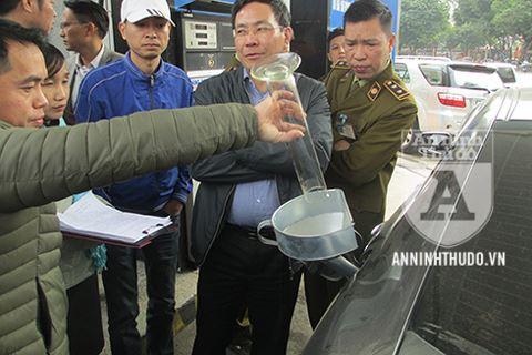 Nóng: Petrolimex được giải oan, khách hàng công nhận bình xăng ôtô 70l ních được 81,9l - Ảnh 2.