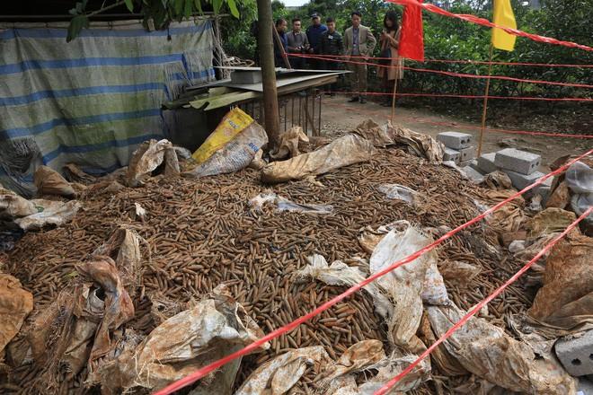 Vụ phát hiện đạn trong nhà dân ở Hưng Yên: Mới được thu gom 2 tháng gần đây - Ảnh 1.