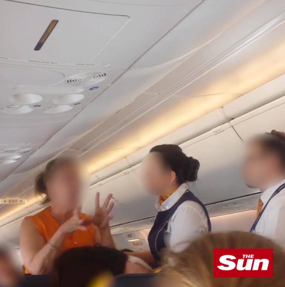 Say xỉn, cặp vợ chồng đại náo trên máy bay khiến chuyến bay quốc tế phải hạ cánh khẩn cấp - Ảnh 4.