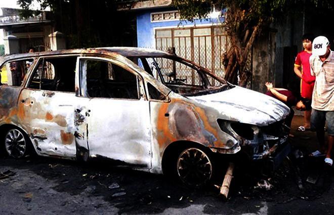 Vận động 9 đối tượng hỗn chiến, đốt xe ô tô ra đầu thú - Ảnh 1.