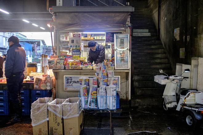 Trong chợ cá lớn nhất thế giới tại Nhật Bản: Mỗi con cá ngừ được bán với giá bằng vài ngôi nhà Nhật Bản - Ảnh 20.