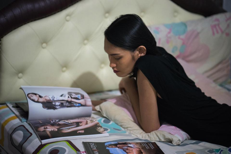 Vượt qua trầm cảm và định kiến, cô gái chuyển giới Thái Lan vươn lên thành một người mẫu xinh đẹp - Ảnh 12.