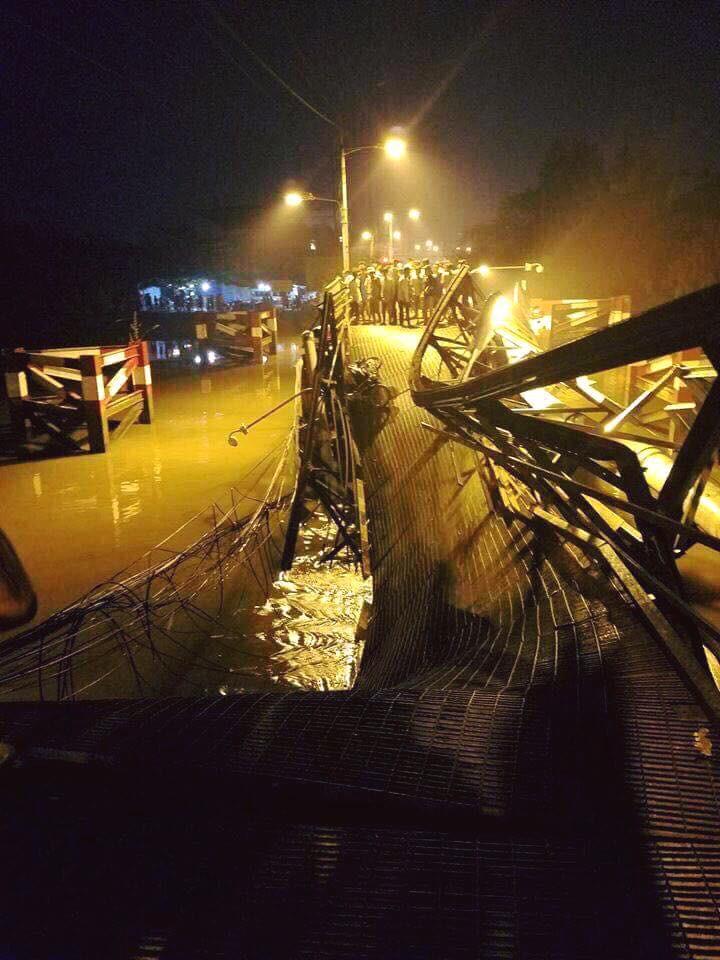 Nhân chứng vụ sập cầu ở Sài Gòn: Tài xế trong xe tải chỉ kịp kêu lên Cứu, cứu rồi chìm dần - Ảnh 2.