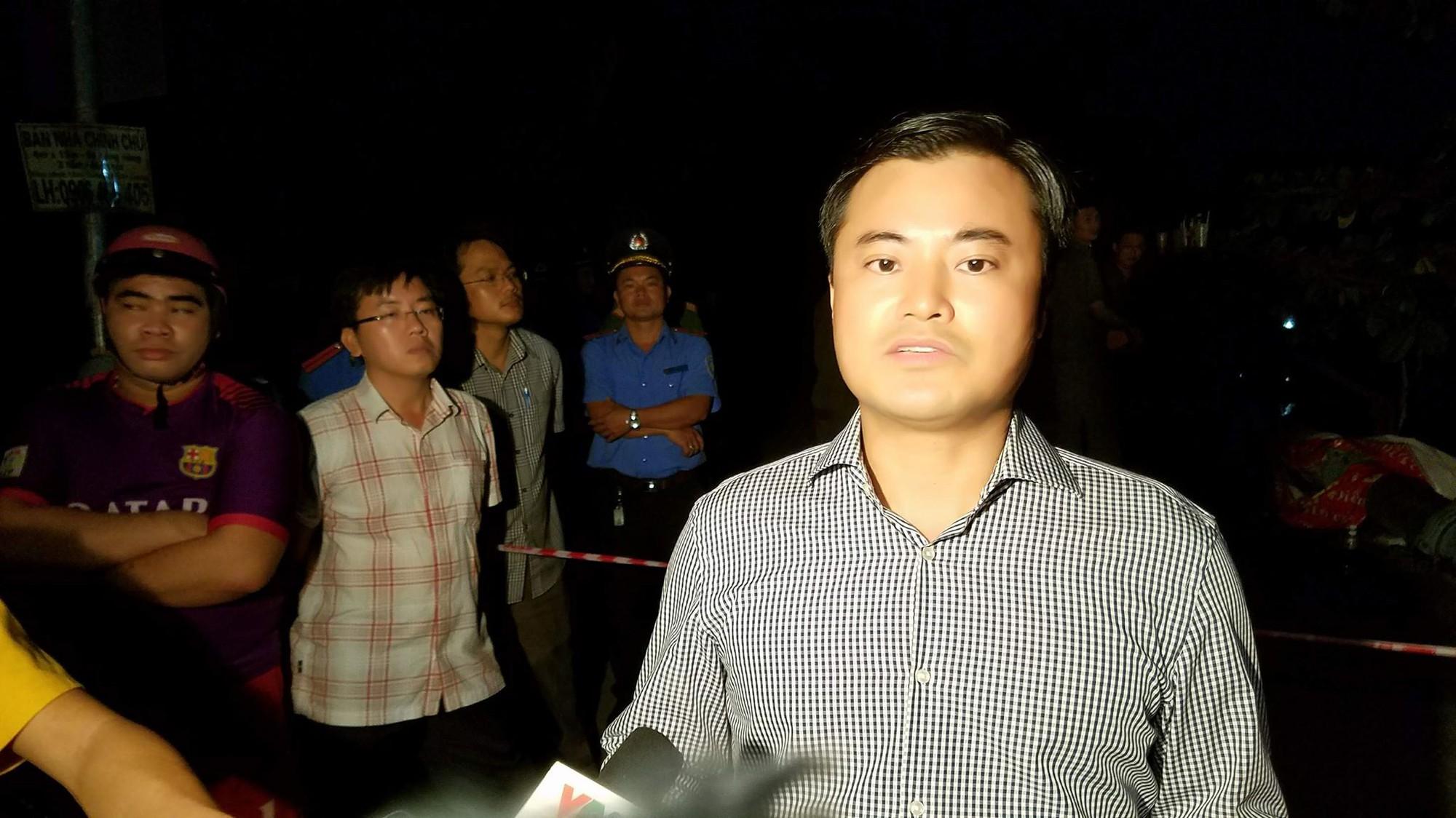 Nhân chứng vụ sập cầu ở Sài Gòn: Tài xế chỉ kịp kêu lên Cứu, cứu rồi chiếc xe tải chìm dần - Ảnh 14.