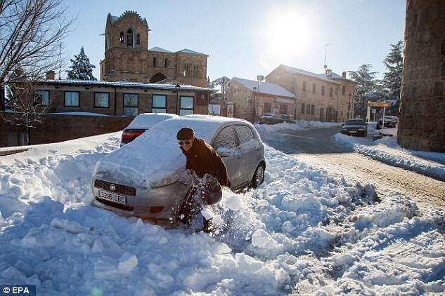 Lạnh đến khó tin: Cả thiên đường nghỉ dưỡng giờ ngập trong tuyết trắng dưới thời tiết khắc nghiệt - Ảnh 6.