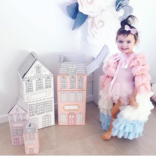 Cuộc sống xa xỉ của bé gái đẹp tựa thiên thần với tủ đồ hiệu mà mọi người lớn phải mơ ước - Ảnh 17.
