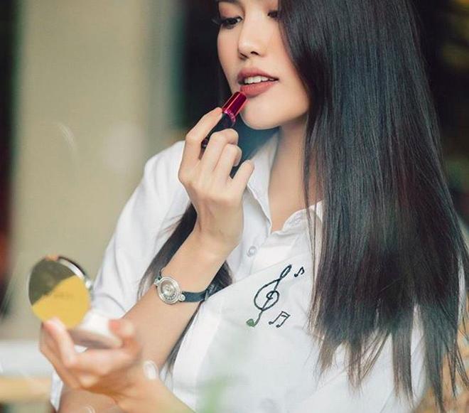 Cần gì thử nghiệm kiểu tóc mới, các người đẹp Vbiz này chỉ cần để tóc thẳng suôn dài là đẹp đến ngẩn ngơ rồi - Ảnh 17.