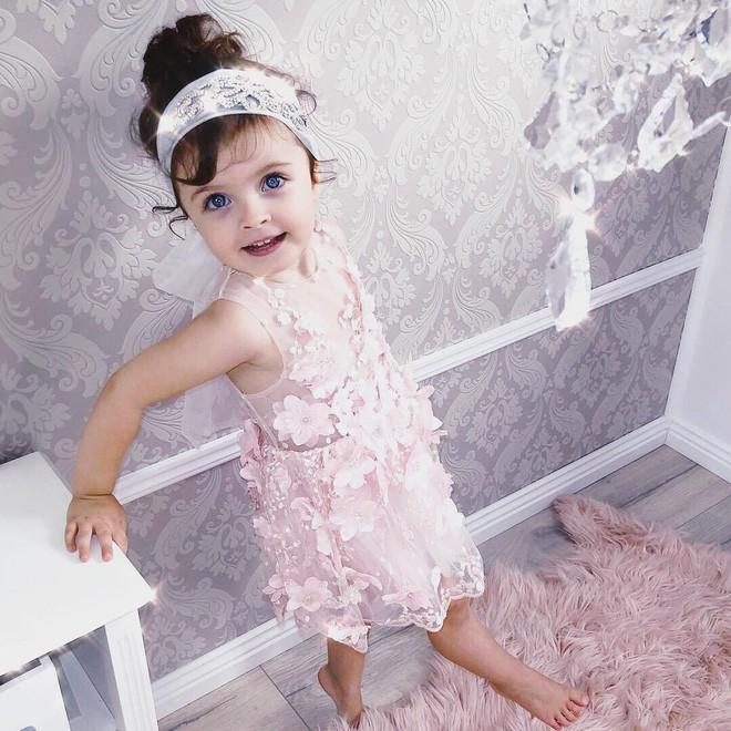 Cuộc sống xa xỉ của bé gái đẹp tựa thiên thần với tủ đồ hiệu mà mọi người lớn phải mơ ước - Ảnh 20.