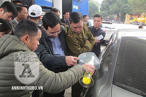 Nóng: Petrolimex được giải oan, khách hàng công nhận bình xăng ôtô 70l ních được 81,9l - Ảnh 3.