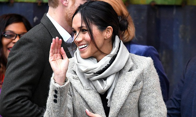 Ngoài nhẫn đính ước, hôn thê của hoàng tử Harry còn đeo ba chiếc nhẫn đặc biệt tiết lộ phần nào về tính cách của cô - Ảnh 3.