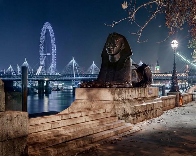 Chiêm ngưỡng những thành phố rực rỡ nhất thế giới về đêm - Ảnh 3.
