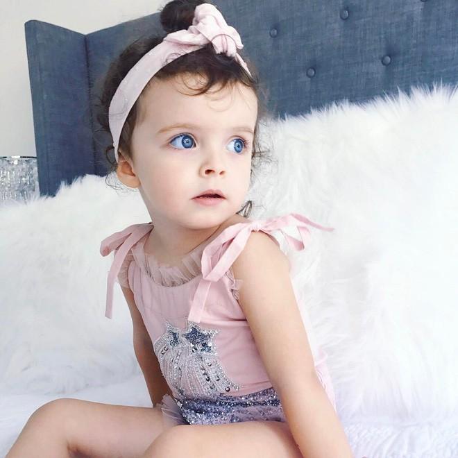 Cuộc sống xa xỉ của bé gái đẹp tựa thiên thần với tủ đồ hiệu mà mọi người lớn phải mơ ước - Ảnh 28.