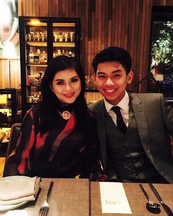 18 tuổi nhưng thiếu gia út nhà chồng Hà Tăng đã có cuộc sống vạn người mơ - Ảnh 8.