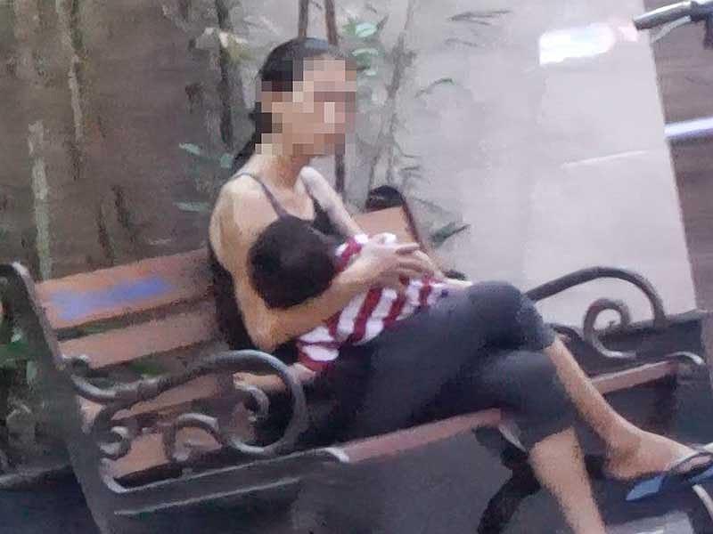 Cận cảnh mẹ ẵm con ăn xin, hít ma túy ở khu phố Tây - Ảnh 4.