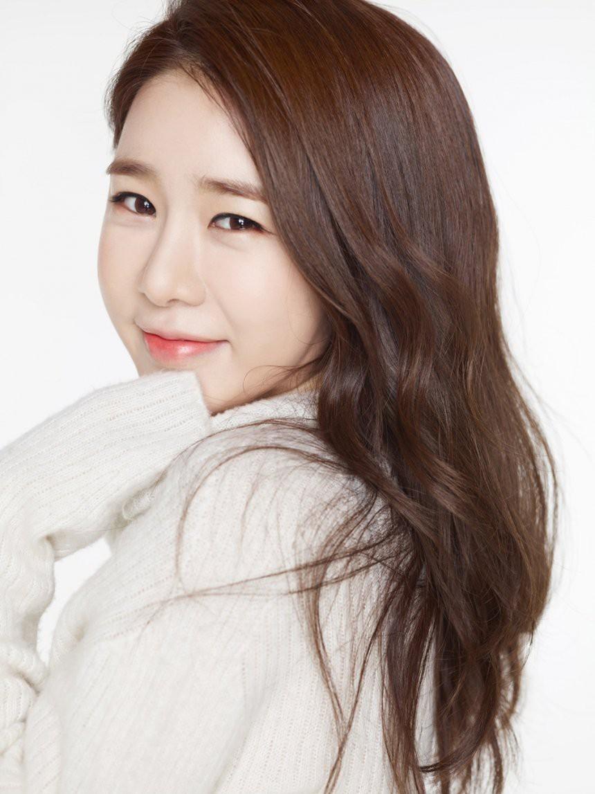 Suzy vượt cả chị đại Kim Hye Soo, cùng gương mặt lạ dẫn đầu Top sao Hàn tuổi Tuất được mong đợi nhất năm 2018 - Ảnh 5.