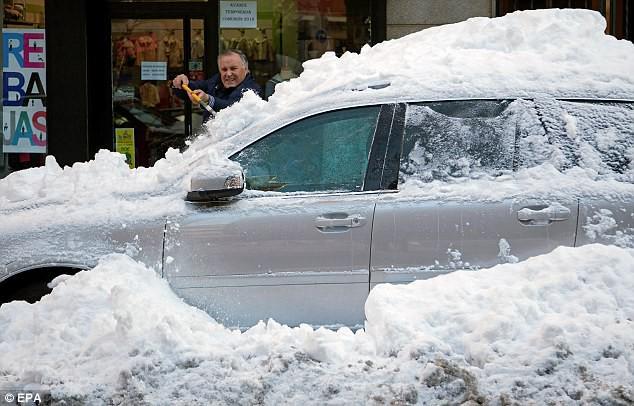 Lạnh đến khó tin: Cả thiên đường nghỉ dưỡng giờ ngập trong tuyết trắng dưới thời tiết khắc nghiệt - Ảnh 4.
