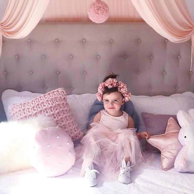 Cuộc sống xa xỉ của bé gái đẹp tựa thiên thần với tủ đồ hiệu mà mọi người lớn phải mơ ước - Ảnh 6.