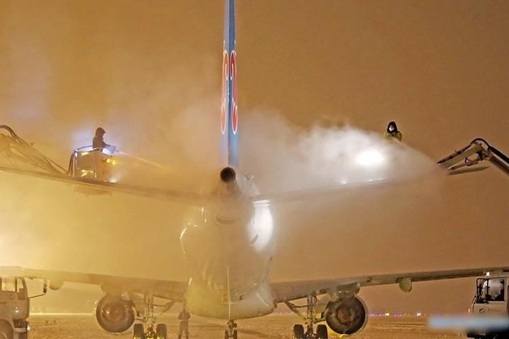 Ảnh: Trung Quốc chống chọi với tuyết lạnh rơi dày cản trở giao thông - Ảnh 7.