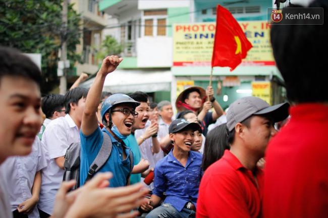 """Một đêm """"vui quên Tết"""" bởi U23 Việt Nam: Hôm nay ra đường, ai cũng dễ thương! - Ảnh 7."""
