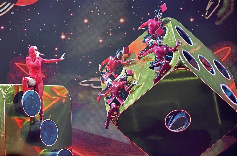 Những thiệt thòi mà fan Việt có thể phải chịu khi Katy Perry mang tour diễn hoành tráng đến Việt Nam - Ảnh 9.