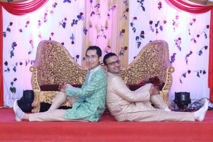Đám cưới của chàng trai gốc Việt với bạn trai theo phong cách truyền thống Hindu gây nức lòng cộng đồng LGBT - Ảnh 1.