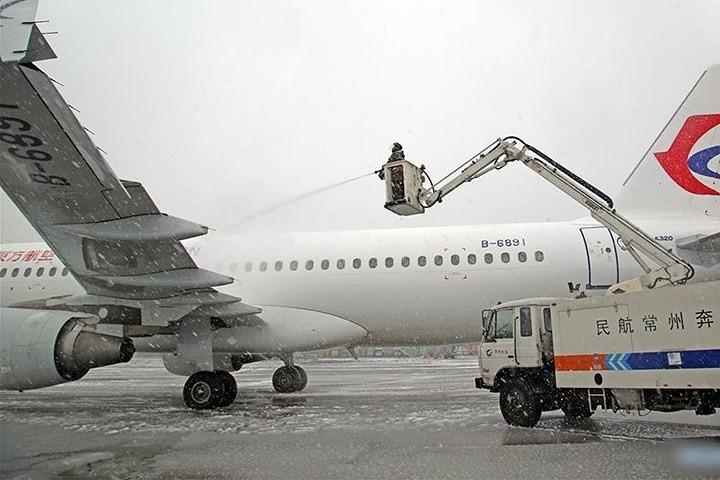 Ảnh: Trung Quốc chống chọi với tuyết lạnh rơi dày cản trở giao thông - Ảnh 9.