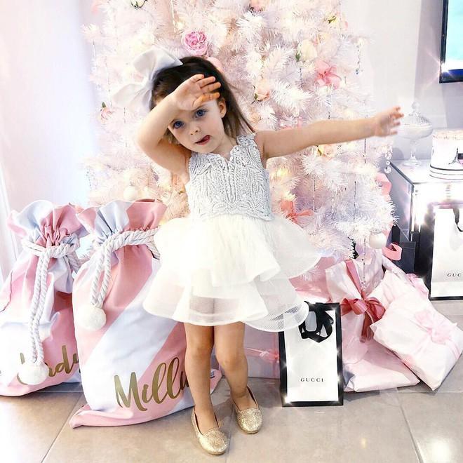 Cuộc sống xa xỉ của bé gái đẹp tựa thiên thần với tủ đồ hiệu mà mọi người lớn phải mơ ước - Ảnh 9.
