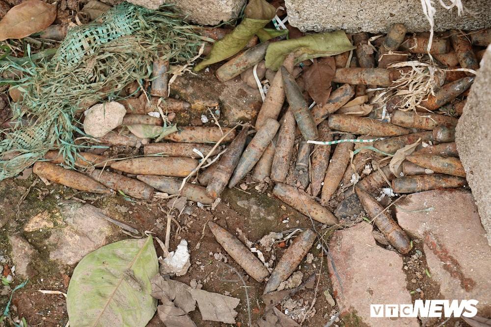 Cận cảnh gần 6 tấn đầu đạn trong vườn nhà dân ở Hưng Yên - Ảnh 9.