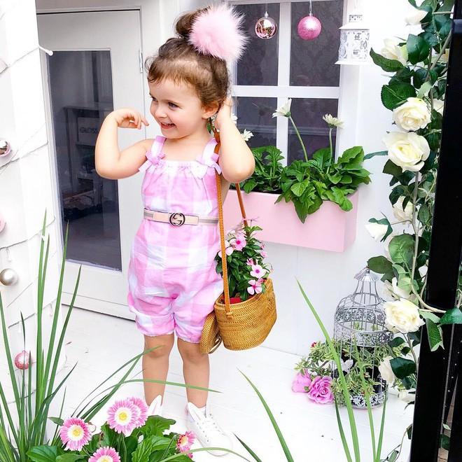 Cuộc sống xa xỉ của bé gái đẹp tựa thiên thần với tủ đồ hiệu mà mọi người lớn phải mơ ước - Ảnh 10.
