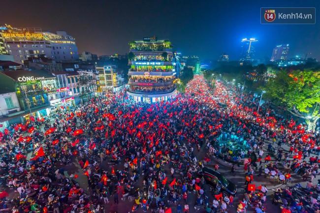 """Một đêm """"vui quên Tết"""" bởi U23 Việt Nam: Hôm nay ra đường, ai cũng dễ thương! - Ảnh 10."""