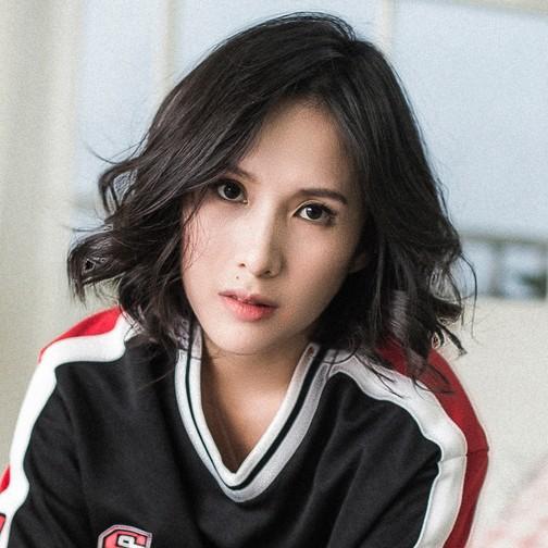 Trần Ngọc Hạnh Nhân - nữ HypeBeast duy nhất của thế hệ 8x Việt: 32 tuổi, bầu 8 tháng mà vẫn xinh và chất phát ngất - Ảnh 1.