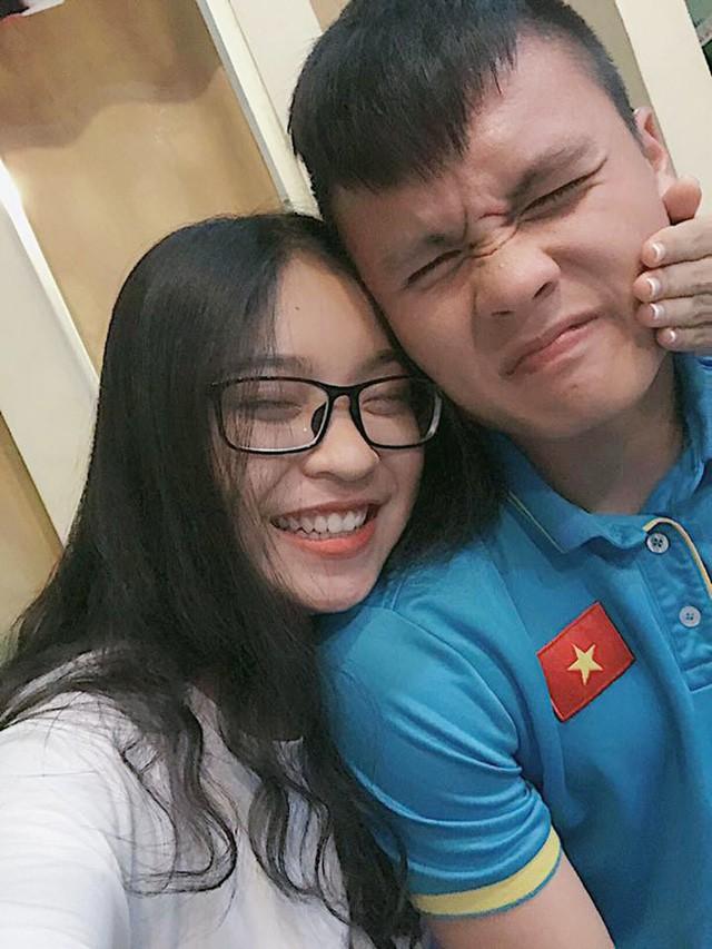 Tin không vui lắm với chị em: Quang Hải U23 Việt Nam đã có bạn gái xinh như hot girl! - Ảnh 2.
