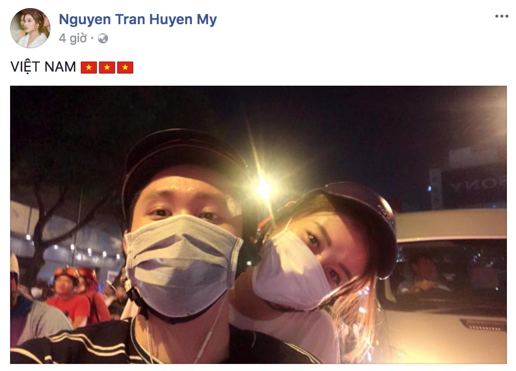 Trước chiến thắng của U23 Việt Nam, sao Việt cũng đã rũ bỏ hình ảnh sang chảnh đi bão cùng người hâm mộ - Ảnh 2.