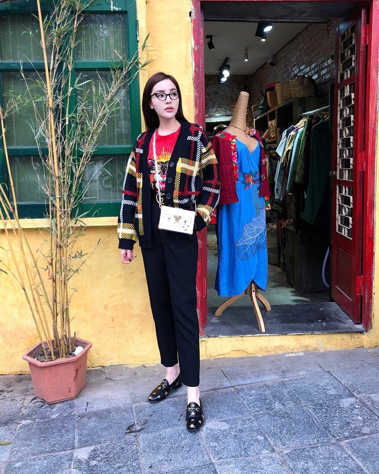 Hương Giang Idol lên đời phong cách, diện street style oách chẳng kém các Bông Hậu - Ảnh 3.