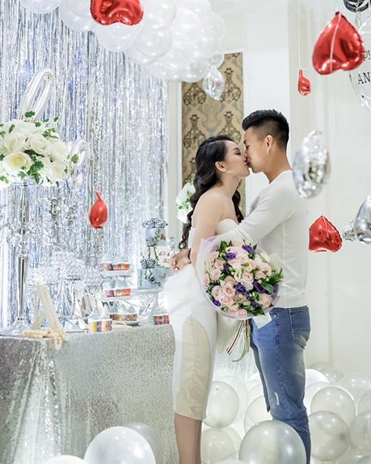 Đúng là chỉ còn Bùi Tiến Dũng độc thân, Vũ Văn Thanh đã có bạn gái rất xinh rồi! - Ảnh 2.