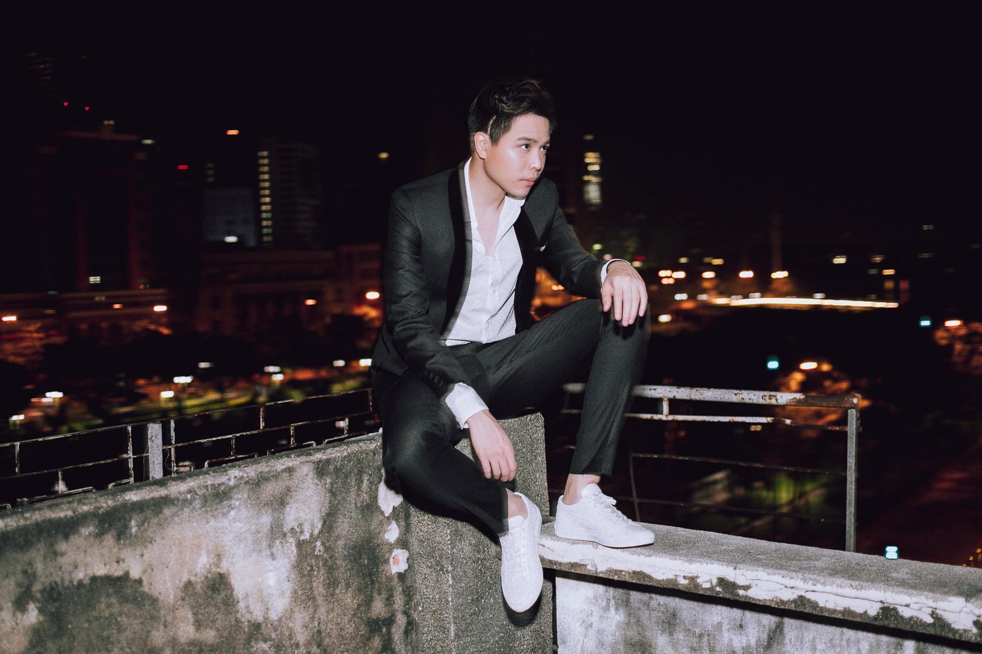 Trịnh Thăng Bình lột xác làm hacker chất ngầu, hé lộ cảnh bị bắn đầy bí ẩn trong teaser MV mới - Ảnh 3.