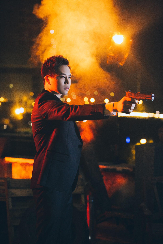 Trịnh Thăng Bình lột xác làm hacker chất ngầu, hé lộ cảnh bị bắn đầy bí ẩn trong teaser MV mới - Ảnh 5.