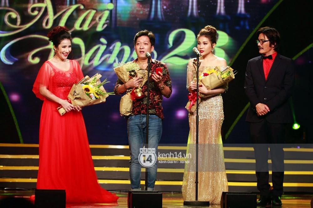 HOT: Trường Giang bất ngờ cầu hôn Nhã Phương ngay tại lễ trao giải Mai Vàng trước hàng nghìn khán giả - Ảnh 2.