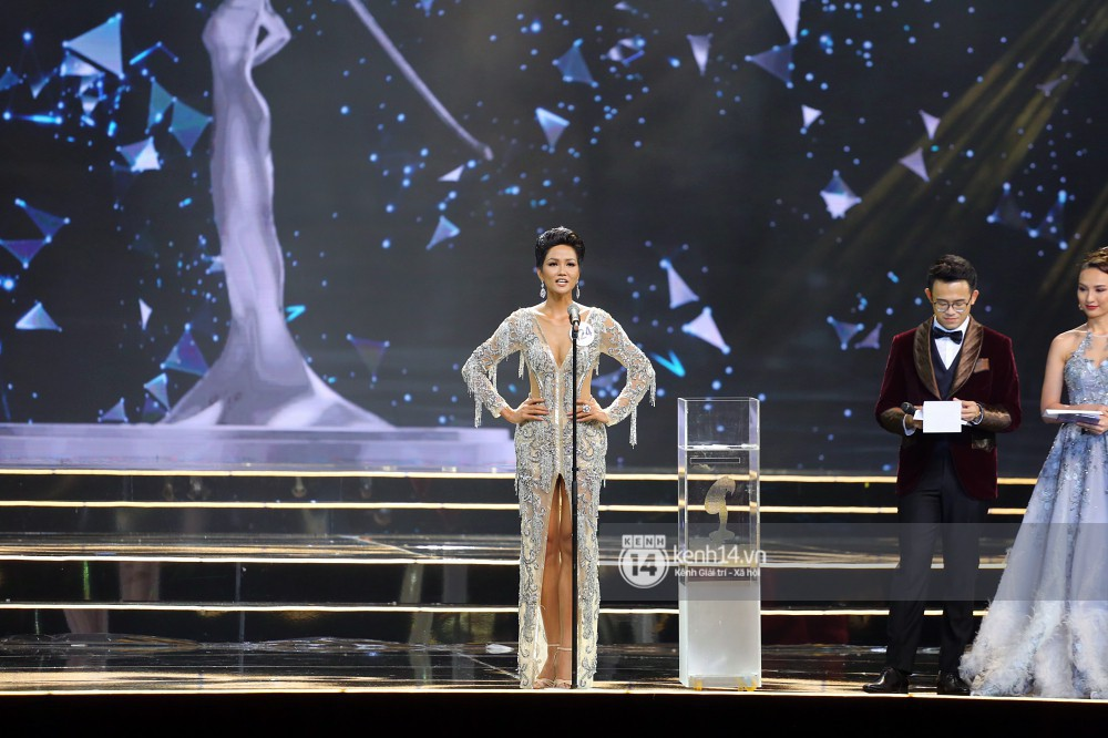 Câu hỏi lớn nhấCâu hỏi thắc mắc lớn nhất sau đêm chung kết: Tên tân Hoa hậu Hoàn vũ Việt Nam H'Hen Nie đọc sao cho đúng? t đêm nay: Tên Hoa hậu Hoàn vũ H