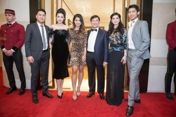 Tú Anh công khai xuất hiện cùng gia đình Phillip Nguyễn giữa tin đồn hẹn hò - Ảnh 1.