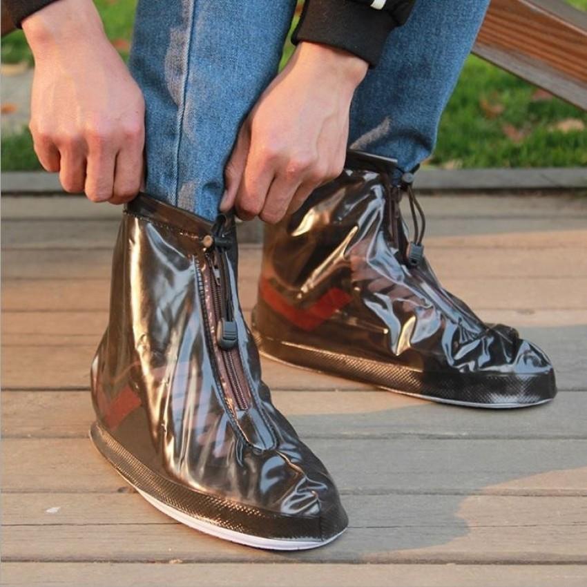 Cứ mưa bẩn thế này thì cũng đến mức phải sắm mấy cái bao giày đi mưa thôi - Ảnh 2.