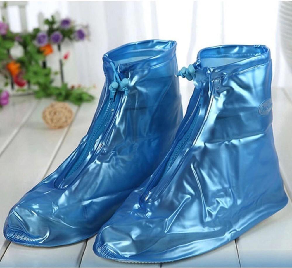Cứ mưa bẩn thế này thì cũng đến mức phải sắm mấy cái bao giày đi mưa thôi - Ảnh 4.