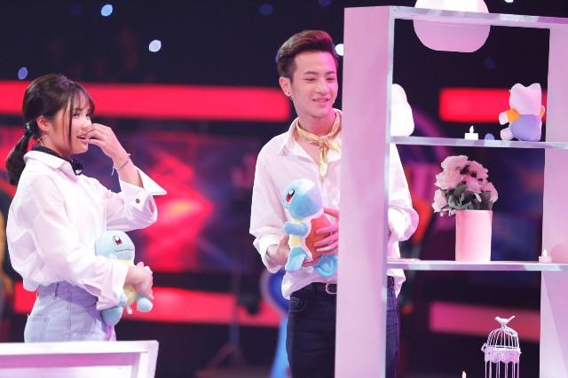 Phí Ngọc Hưng vừa lộ ảnh hôn cô gái lạ dù đã được tỏ tình ở Vì yêu mà đến - Ảnh 2.