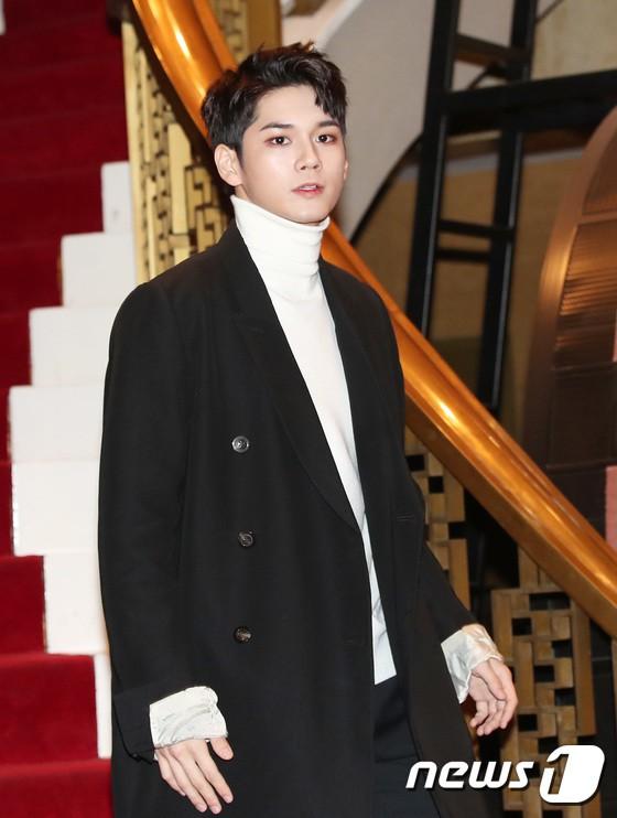 Minh Hằng tự tin diện áo dài, mỹ nhân U30 chiếm hết spotlight vì đẹp như nữ thần bên Wanna One trên thảm đỏ sự kiện tại Hàn - Ảnh 19.